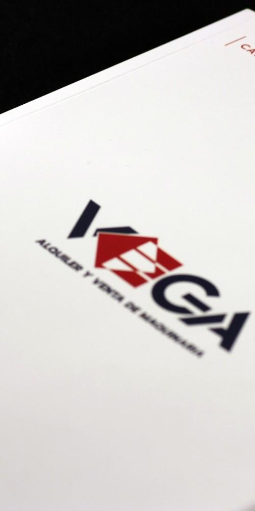 Creación de página web y cat´álogo de productos para Alquileres Vega por la agencia de comuicación Bendito Dilema